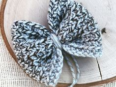 Easy to add a clip and attach to a headband or hat. Crochet Bows Free Pattern, Crochet Flower Patterns, Crochet Ideas, Crochet Projects, Preemie Crochet, Mug Rug Patterns, Crochet Baby Clothes, Crochet Headbands, Crochet Hats