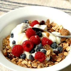Why You Need To Stop Eating Granola For Breakfast, According To . Why you need to stop eating granola for breakfast, according to granola upsets my stomach - Granola Weight Loss Tea, Weight Loss Meal Plan, Lose Weight, Granola, Muesli, Healthy Foods To Eat, Healthy Snacks, Healthy Eating, Healthy Weight