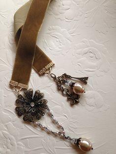 Velvet Ribbon Bookmark for Barbara Beaded Bookmarks, Diy Bookmarks, Ribbon Bookmarks, Travel Journal Scrapbook, Grandmother Jewelry, Keychain Design, Book Markers, Wired Ribbon, Velvet Ribbon
