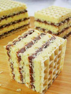 Masa do wafli, którą chcę Wam zaproponować, jest bardzo smaczna, dobrze zastyga, ale też pozostaje lekko wilgotna, dzięki czemu gotowe w... Polish Desserts, Polish Recipes, No Bake Desserts, Delicious Desserts, Yummy Food, Sweet Recipes, Cake Recipes, Dessert Recipes, Sweet Cakes