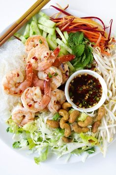 So my summer dinner cravings 😊 Vietnamese Garlic Prawn Noodle Salad - The Forked Spoon Healthy Salads, Healthy Eating, Healthy Recipes, Keto Recipes, Seafood Recipes, Dinner Recipes, Prawn Recipes, Fish Recipes, Vietnamese Noodle Salad