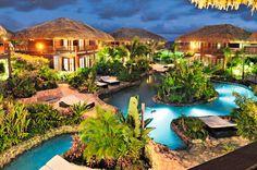 Kontiki Dive & Beach Resort is een bijzonder 4-sterren hotel gelegen op een van de meest populaire strandlocaties van curaçao. Het is gebouwd in een typisch Caribische sfeer waarbij veel gebruik is gemaakt van natuurlijke materialen. Het prachtige zwembad kronkelt als een rivier door het hotel heen wat voor een unieke beleving zorgt.     Duik in een van de 3 zwembaden, geniet van de kristalheldere Caribische zee of neem een uitgebreide lunch in de trendy beachclub… Het is allemaal mogelijk.