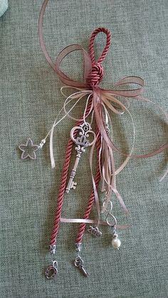Art Christmas Gifts, Handmade Keychains, Xmas Decorations, Diy Jewelry, Tassel, Decoupage, Diy And Crafts, Ideas, Handmade Crafts