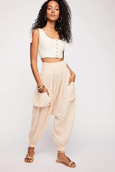 Endless Summer Walk On Fire Pant Best Coachella Outfits, Summer Outfits, Harem Pants Outfit, Yoga Fashion, Female Fashion, Chic Outfits, Fashion Outfits, College Outfits, Skort