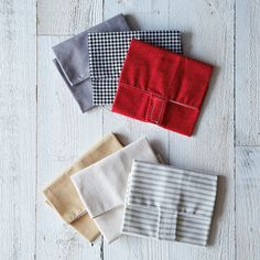 Sandwich Wrap Trio (Set of 3)--this seems like it would super easy to make. Fabric square, velcro tab?
