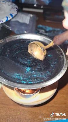 Diy Resin Art, Diy Resin Crafts, Diy Crafts Hacks, Diy Art, Fun Crafts, Polymer Clay Art, Candle Craft, Handmade Candles, Diy Candles