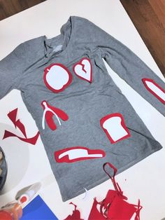 Once all 11 shapes are cut out of the felt, cut the red background Easy Adult Halloween Costumes, Couples Halloween Outfits, Themed Halloween Costumes, Game Costumes, Halloween Costume Contest, Diy Costumes, Teen Costumes, Woman Costumes, Pirate Costumes