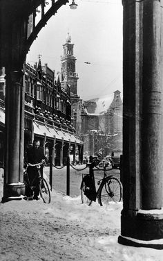 The Raadhuisstraat in Amsterdam. In the background the Westertoren… Amsterdam Holland, Amsterdam City, Amsterdam Photography, Street Photography, Old Pictures, Old Photos, Van Gogh Museum, Winter Background, City Landscape
