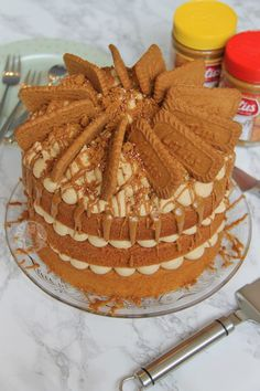A Delicious and Moist Biscoff Cake with Lotus Biscuits! Perfect Spiced and Sweet cake for all Biscoff Lovers out there! Biscoff Cake, Biscoff Cookie Butter, Biscoff Cheesecake, Lotus Cheesecake, Cheesecake Recipes, Biscoff Recipes, Baking Recipes, Dessert Recipes, Baking Ideas