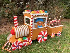 Gingerbread Christmas Decor, Christmas Yard Art, Gingerbread Decorations, Christmas Decorations For The Home, Xmas Decorations, Family Christmas, Christmas Themes, Christmas Holidays, Gingerbread Train
