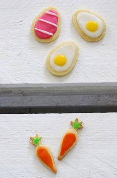 Die Ostereiproduktion läuft, die Osterhasen überlegen sich die kompliziertesten Verstecke und auch bei mir läuft die Ostervorbereitung auf Hochtouren. Insbesondere in der Osterbäckerei herrscht Jubel, Trubel, Heiterkeit. Heute gibt's unseren Familien-Favoriten: Oma's Spiegelei-Kekse. Seit ich denken kann gehören sie bei...