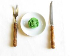 Shadows of green by MJ Flowerfield on Etsy Crochet Fruit, Crochet Brooch, Good Enough To Eat, Play Food, Brussels Sprouts, Mj, Tableware, Shadows, Green