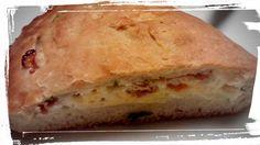 Masa multiusos (pizzas,cocas,etc) en panificadora. Calzones de albahaca, huevo, tomates secos y jamón.
