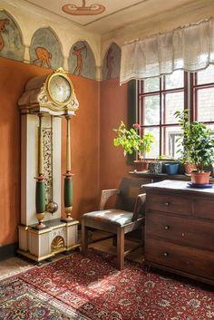 "Swedish national romantic hous in Mariannelund ""Solvändan"" (the turn the sun makes ower the sky) Cozy Living, Living Room, Sweden House, Evening Prayer, Pretty Room, Decor Interior Design, Scandinavian Design, My House, Art Nouveau"
