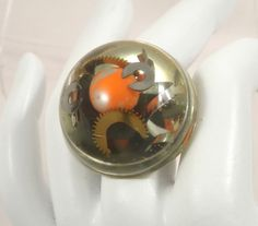 Bague demi sphère, steampunk orange, mécanismes de montre, copeaux : Bague par long-nathalie