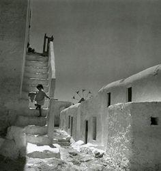 Mykonos island, Photograph by Voula Papaioannou Benaki Museum - Photographic Archives Mykonos Island, Mykonos Greece, Athens Greece, Santorini, Old Time Photos, Old Pictures, Benaki Museum, Photo Deco, Paros