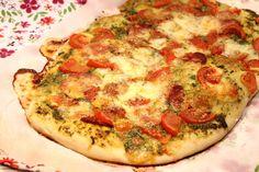 Pizza à l'ail des ours, chorizo et mozzarella
