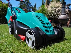 Corded vs. Cordless Lawn Mower: Which is Better? Gas Lawn Mower, Lawn Mower Repair, Sharpen Lawn Mower Blades, Battery Powered Lawn Mower, Cordless Lawn Mower, Lawn Edger, Upright Exercise Bike, Garden Power Tools