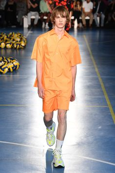MSGM | Menswear - Spring 2019 | Look 51 High Fashion, Mens Fashion, Fashion Trends, Short Models, Spring Summer 2018, Msgm, Colorful Shirts, Shirt Colour, Casual Outfits