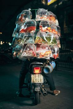 Interview: Street Portraits of the Incredible Cargo People Carry on Motorbikes in Hanoi - Photographer Captures the Unusual Motorbike Cargo of Hanoi, Vietnam - Smithsonian Photo Contest, Street Portrait, Looks Cool, Film Photography, Street Photography People, Travel Photography, Photography Awards, Digital Photography, World Cultures