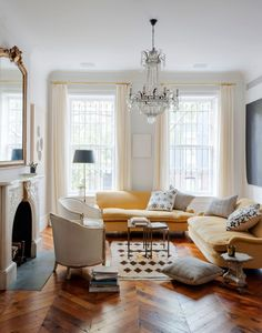 This New York Brownstone house proves that even busy family homes with pets can still look cool and elegant. Room Design, Interior, Home, Brownstone Interiors, House Interior, Apartment Decor, Living Room Lighting, Interior Design, Country Living Room