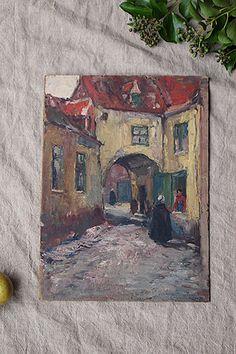 街角 ある視点-oil painting picture 数メーター離れて同じ様な黒い外套を纏う女性。布教活動でしょうか、きっと街全体が統一された赤い尖り屋根の家々、苔生す箇所が黄色い壁を浸食する穏やかなどこか遠い場所の一角。厚い紙製板に描かれており、以前に額縁から外された模様、上部2箇所にダイレクトに紐掛けしていた穴が空いておりますが、壁掛けされたい場合は別途背面にフックを付けた方が良さそうです。