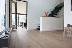 Frans eiken parket | houten vloer met naturel uitstraling | behandeld met ultramatte en onderhoudsvriendelijke lak | licht eiken vloer | opgeleverd door BVO Vloeren