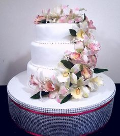 Orchid delight by Santis - http://cakesdecor.com/cakes/276606-orchid-delight