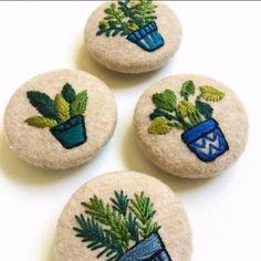creamente: embroidered plant buttons