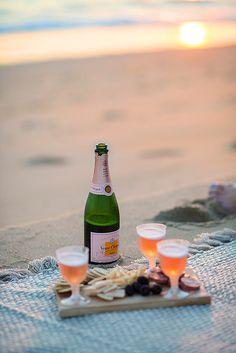 beach sunset happy hour - because a champagne picnic on the beach is exactly what I want/need Summer Of Love, Summer Fun, Summer Time, Cheers, Eat Sleep Wear, Beach Picnic, Summer Picnic, Beach Party, In Vino Veritas