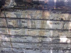 JULIA inscription à moitié effacée d'un ferry naufragé