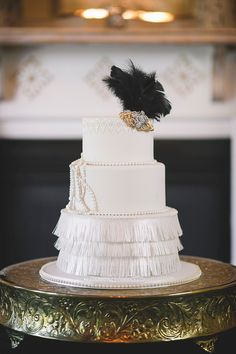 Glamorous Art Deco Wedding Inspiration in Decadent Black and Gold Gold Wedding Theme, Themed Wedding Cakes, 1920s Wedding, Glamorous Wedding, Chic Wedding, Wedding Vintage, Dream Wedding, Wedding Dress, Vintage Country Weddings