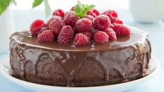 طريقة عمل كيك الشوكولاتة بالتوت الأحمر - Delicious chocolate and raspberry cake recipe