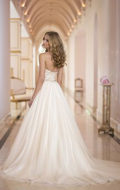 Chapel Train Sleeveless Organza Sweetheart Empire Button Back A-line Wedding Dress