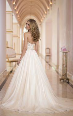 Chapel Train Sleeveless Organza Sweetheart Empire Button Back A-line Wedding Dress