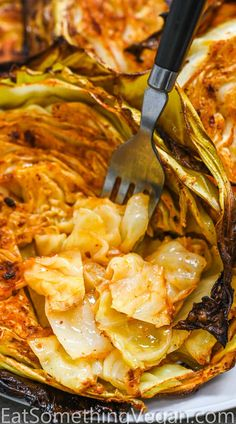 These Roasted Cabbage Steaks are so easy and delicious. Made with only six ingredients, this simple recipe makes a flavorful snack or side that you're going to just love! Veggie Dishes, Vegetable Recipes, Food Dishes, Vegetarian Recipes, Diet Recipes, Cooking Recipes, Healthy Recipes, Recipies, Vegetable Curry