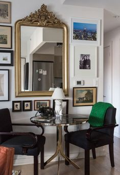 Jersey Boys actor Erich Bergens NYC apartment is a cool mid-century modern meets Studio 54 style. I House Tours by Apartment Therapy Apartment Living, Apartment Therapy, Tokyo Apartment, 1st Apartment, Apartment Design, Studio 54 Style, Nyc Studio, Home Decor Wall Art, Bedroom Decor