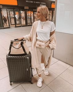 Best Ways To Look Chic And Comfortable With Travel Outfits For Fall style Best Ways To Look Chic And Comfortable With Travel Outfits For Fall Casual Travel Outfit, Cute Travel Outfits, Travel Outfit Summer, Traveling Outfits, Mode Outfits, Trendy Outfits, Winter Outfits, Summer Outfits, Fashion Outfits