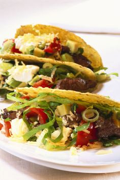Steak and Onion Tacos with Fresh Tomato Salsa Steak Dinner Recipes, Easy Steak Recipes, Beef Recipes, Healthy Recipes, Healthy Food, Steaks, Easy Weeknight Meals, Easy Meals, Steak Salat