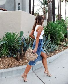 Casual summer outfits for women in their 20s. Follow @Kathleen_Barnes for more!