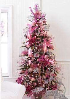 Pink princess christmas tree - If I had a little girl, this would be in her room! Jaime, you have a little girl, but  I think you might like this one in your room! : )