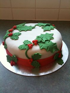 A beautiful collection of Christmas cakes to inspire you! These Christmas cake art ideas are perfect for a Christmas party or Christmas gathering. Christmas Cake Designs, Christmas Cake Decorations, Holiday Cakes, Christmas Cakes, Winter Decorations, Tree Decorations, Ribbon On Christmas Tree, Christmas Tree Crafts, Simple Christmas