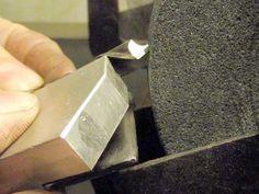 Как сделать простой кондуктор для заточки сверл на скамейке точильщик