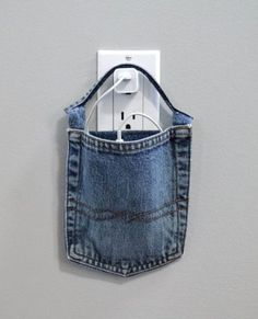 20 Ways to Upcycle Blue Jeans - Diy Projects Jean Crafts, Denim Crafts, Upcycled Crafts, Blue Jeans, Jean Diy, Artisanats Denim, Diy Kleidung, Denim Ideas, Old Clothes