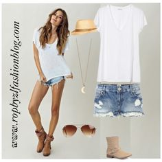Shorts and boots #holidayslook now on my #fashionblog www.robyzlfashionblog.com