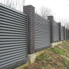 Most Beautiful Louvered Fence Ideas to Decorate Your Home Concrete Fence Wall, Brick Fence, Front Yard Fence, Gate Designs Modern, Modern Fence Design, Fence Landscaping, Backyard Fences, Wrought Iron Driveway Gates, House Fence Design