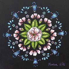 A quick stress reducer from Maria Trolle's Blomstermandala postcards #mariatrolle #blomstermandala #blomstermandalamålarbok #tavelbok #tulips #daffodils #fotgetmenots #flowers #progresso #prismacolor #kohinoor #coloring #coloringbook #colouredpencils #enchantedcoloring #artecomoterapia #coloring_masterpieces #coloring_secrets #bayan_boyan #colorindomeujardimencantado #docepapelatelier #fabercastell #pittartistpens #flowers #mandala