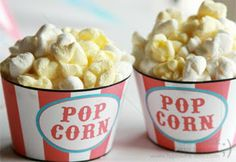 Easy cupcakes that look like popcorn with mini marshmallows (link includes free printable popcorn cupcake liner):