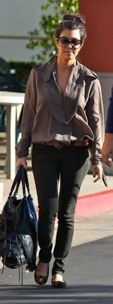Who made Kourtney Kardashian's black skinny jeans, sunglasses, black purse and ballet flats? Shirt – Rachel Roy  Jeans – Citizens of Humanity  Shoes, purse and sunglasses – Balenciaga