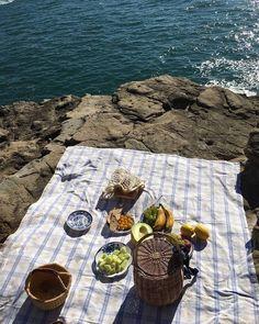 11 Best Picnic Blankets For Soaking Up The Sun (Camille Styles) Summer Feeling, Summer Vibes, Vicky Christina Barcelona, Sestri Levante, Summer Picnic, Beach Picnic, Summer Aesthetic, Flower Aesthetic, Blue Aesthetic
